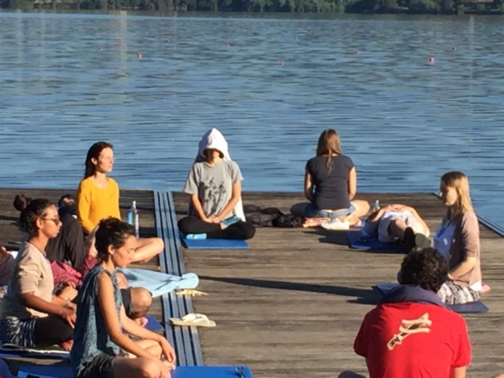 meditation-during-youth-exchange_castrelo-de-mino